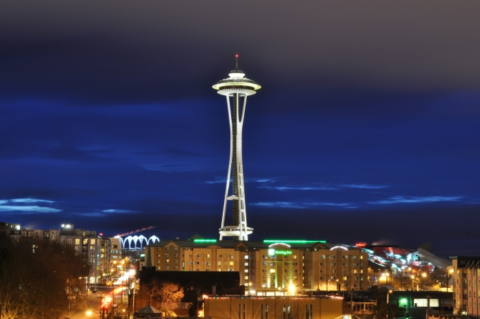 Space_Needle_at_dusk_2011_-_02